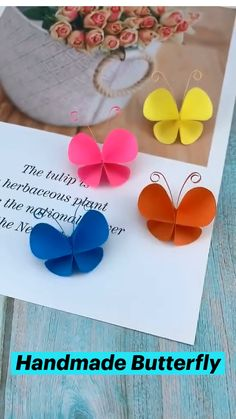 Paper Flowers Craft, Paper Crafts Origami, Origami Paper, Diy Paper, Flower From Paper, Paper Bows, Paper Flower Patterns, Paper Pom Poms, Paper Rosettes