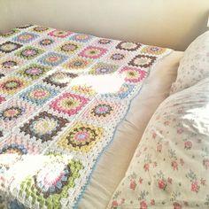 hopscotch lane- crochet blanket