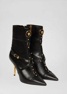 Palazzo High Heel Booties from Versace Women's Collection. These high heeled booties are a timeless day-to-dark style. Sneakers Mode, Sneakers Fashion, Fashion Shoes, Gothic Fashion, Winter Fashion, Sexy Boots, Black Ankle Boots, Low Boots, Stilettos