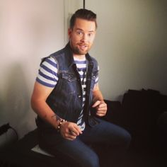 I got to sit in and watch David Cook make this promo for his performance on Idol, 5/2! http://www.youtube.com/watch?v=p7DVKA0yK3k