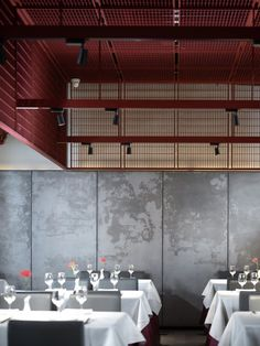 Beijing INX DESIGN Co. pairs traditional culture and contemporary aesthetics at Huda Restaurant in Beiijing Japanese Restaurant Design, Bar Restaurant Design, Cafe Restaurant, Interior Chino, Cafe Interior, Oriental Restaurant, Chinese Restaurant, Chinese Interior, Japanese Interior