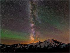 Photographers capture rare sight of 'airglow' over Mt. Rainier