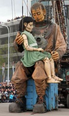 Sea Odyssey - tribute to the Titanic - Liverpool 2012 - Amazing performances by Royal De Luxe Theatre