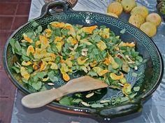 Ensalada de berros (quilitl) con flores y semillas de calabaza