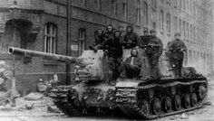 Soviet heavy self-propelled gun derived from the With built, they participated in all the late Soviet offensives. Isu 152, Eastern Front Ww2, Tank Armor, Ww2 Pictures, Soviet Army, Tank Destroyer, Model Tanks, Military Modelling, Ww2 Tanks