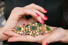 An armband set with diamonds, emeralds and rubies in the Kundan technique, from 18th Century