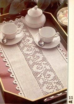 An idea for the use of filet crochet Filet Crochet, Crochet Car, Crochet Fabric, Crochet Borders, Cute Crochet, Crochet Doilies, Crochet Clothes, Crochet Patterns, Crochet Table Runner