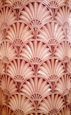 Column Tiling at Liverpool's Victoria Building.♥Love the Shell or Fan like Design♥≻★≺♥