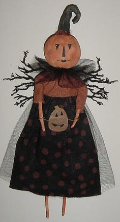Welcome the fall season with rug hooked mats, purses, Halloween dolls, witches, and cats. Halloween Doll, Halloween Items, Halloween Projects, Holidays Halloween, Halloween Pumpkins, Happy Halloween, Primitive Crafts, Primitive Fall, Primitive Christmas