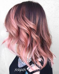 The Rose Gold Hair Color Had Been Up-And-Comming For The Spring 2019 Hair Season, However This Season Features A Rose Gold Balayage. Balayage Is. Pink Blonde Hair, Pastel Pink Hair, Blonde Pink Balayage, Lilac Hair, Rose Gold Balayage Brunettes, Brunette Hair, Green Hair, Blue Hair, Brown Balayage