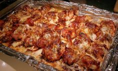 Bacon Wrapped Shrimp with Mozzarella & BBQ Sauce - Hmmm.I've always wrapped my shrimp in bacon and put them on skewers and cooked on the grill. Hope these are as good. Fish Recipes, Seafood Recipes, Great Recipes, Cooking Recipes, Favorite Recipes, Recipies, Bacon Appetizers, Appetizer Recipes, Bacon Wrapped Shrimp