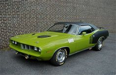 1971 Plymouth Barracuda. Wouldn't mind one of these.