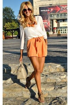 18 Stylish Street Style Outfits with Blouses.so nice! Love this look! Stylish Street Style, Street Style Outfits, Passion For Fashion, Love Fashion, Fashion Outfits, Womens Fashion, Dress Fashion, Ladies Fashion, Style Fashion