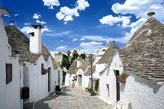 とんがり屋根が並ぶ南イタリアの可愛い街『アルベロベッロ』