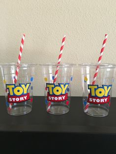 Toy Story Party cups by DivineGlitters on Etsy Fête Toy Story, Toy Story Baby, Toy Story Theme, Woody Birthday Parties, Woody Party, Toy Story Birthday, Festa Toy Store, Cumple Toy Story, Party Cups