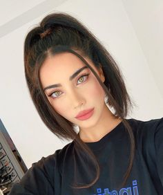 Women Hairstyles Shoulder Length Hairstyle idea for Tuesday - ChicLadies. Cute Makeup, Makeup Looks, Hair Makeup, Body Makeup, Makeup Art, Makeup Eyes, Hair Inspo, Hair Inspiration, Eye Color