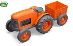 De Green Toys ™ Tractor met dikke, go-anywhere banden en een afneembare achterste aanhangwagen. Super veilig en veelzijdig zonder metalen assen (geen roest) of uitwendige coatings (geen splinters of peeling)voor zowel binnen als buiten. Gemaakt in de USA van 100% gerecycled plastic melkflessen. Geen BPA, ftalaten of PVC. Vaatwasmachinebestendig voor eenvoudige reiniging. Verpakt met behulp van gerecyclede en recyclebare materialen en bedrukt met soja-inkt. 1 jaar+ €26,95