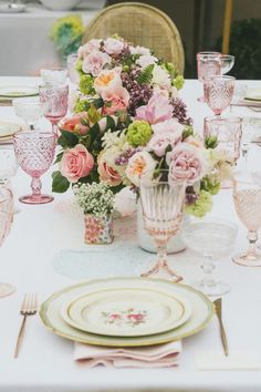 Trending: Mix and Match Tablescapes Seating Plan Wedding, Wedding Menu, Wedding Receptions, Wedding Stationary, Wedding Themes, Garden Wedding, Blush Centerpiece, Floral Centerpieces, Dresser La Table