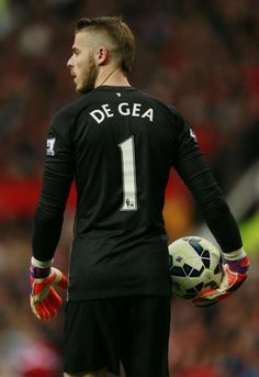 """Louis Van Gaal on David De Gea's possible departure:""""The transfer is an individual thing. He has to decide. We want him to stay. He's Spanish, now a Spanish club is coming. But Football, Germany Football, Football Images, Football Pictures, Manchester United Football, American Football League, Man Of The Match, Premier League Champions, English Premier League"""