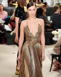 {Spring 2019 RTW} Ralph Lauren's classic Hollywood sophisticate enlists gilded glamour Couture Fashion, Runway Fashion, Fashion Beauty, Fashion Show, Women's Fashion, Fashion Trends, Img Models, Ralph Lauren, Trendy Swimwear
