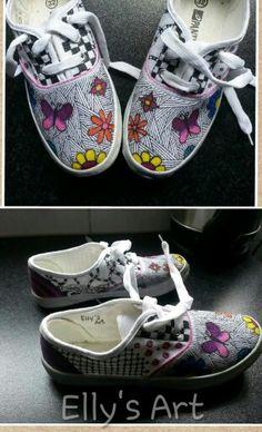 Doodled shoes #Derwent #inktense #sharpie