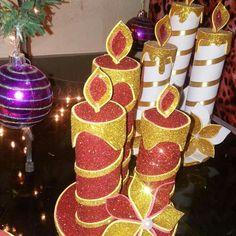 Diy Christmas Presents, Handmade Christmas Decorations, Christmas Candles, Christmas Centerpieces, Christmas Paper, Christmas Crafts, Christmas Ornaments, Holiday Decor, Mason Jar Centerpieces