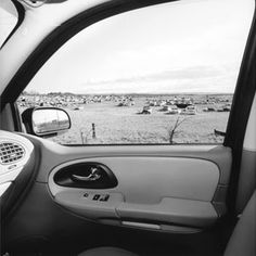 Master photographer Lee Friedlander's America by Car photographs (now at the Whitney) create a uniquely American travelogue — from inside his car. North to South, West to East, the quintessential road trip. Window Photography, Photography Themes, Street Photography, Lee Friedlander, Whitney Museum, Gelatin Silver Print, Scene Photo, Landscape Photographers, American Art