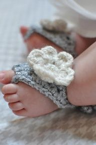 "knitted baby ""flip flops"", with out the bottom! so cute and i bet it is easy to make!got to find a pattern! anyone have one?"