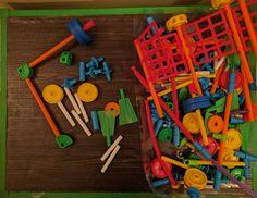 ja beru  stavebnice Tinker toys a tyckovou,  deskovky: deti z carcassone a 4 dobroduzne hry  obri puzzle na zem - silnice  vseobecny vytvarny material a casopisy puntik  knizky