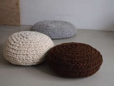 Pattern to crochet a mega pouf. As soon as I get the necessary amount of yarn, I'm going to do it.