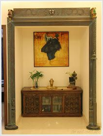 Antique Indian décor elements, contemporary furniture and paintings by new-age Indian artists find their collective groove in the Banga. Indian Home Interior, Indian Interiors, Indian Home Decor, India Decor, Indian Living Rooms, Ethnic Decor, Design Living Room, Indian Homes, Pooja Rooms