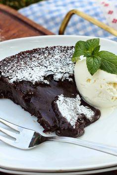 Mutaista mutaisempi mutakakku (ilman suklaata) - Suklaapossu Cravings, Cake Recipes, Sweet Tooth, Food And Drink, Pudding, Baking, Desserts, Drinks, Bakery Business