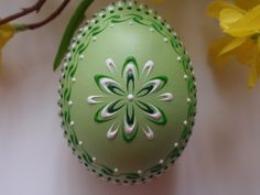 Banty Chicken Pysanka in Green, Easter Egg Easter Projects, Easter Crafts, Spring Crafts, Holiday Crafts, Egg Shell Art, Egg Tree, Easter Egg Dye, Homemade Art, Easter Table