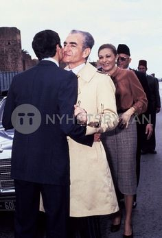 Farah Diba, Pahlavi Dynasty, The Shah Of Iran, Persian Pattern, Iranian, King Queen, Royals, Famous People, Culture