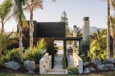 Littoral reading: Omaha Beach House | ArchitectureAU