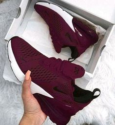 Damen Nike Laufschuhe - - Damen Nike Laufschuhe Schuhe Adidas Burgund Sneakers… Source by Sneakers Vans, Sneakers Fashion, Sneakers Women, Women Nike Shoes, Girls Shoes, Platform Sneakers, Cute Nike Shoes, Nike Shoes Outfits, Nike Flats
