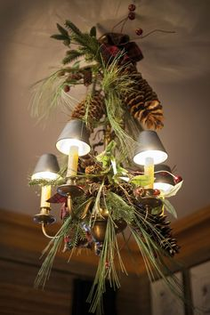 17 Gorgeous Christmas Chandelier For A Yuletide Home Decor Country Christmas, Christmas Home, Christmas Holidays, Xmas, Christmas Ideas, Western Christmas, Christmas Interiors, Christmas Chandelier Decor, Christmas Decorations