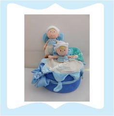Gâteau de couches pour garçon avec peluche d'activité et doudou plat diaper cake blue