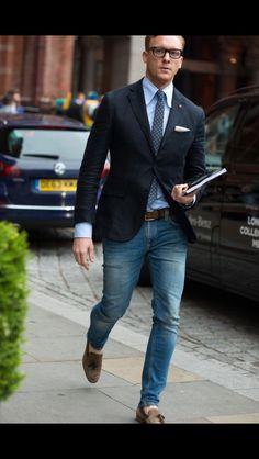 Hombres en traje y corbata