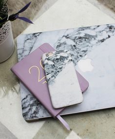 Caseapp marble effect iPhone case and MacBook Air skin