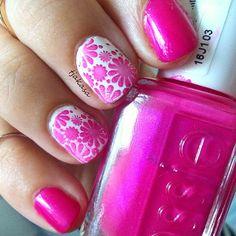 ♥: Essie 'tour de finance'  #tjakasasnails #nails #notd #drogerie #dm #essie #essiepolish #nailart #beauty #pink