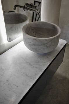 Every element of Origin collection is carried out with total precision, dedication and artistic style. Bathroom Cost, White Marble Bathrooms, Washbasin Design, Stone Basin, Wash Hand Basin, Barndominium, Carrara Marble, Apartment Interior, Bathroom Accessories