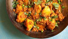 Potato and pea curry with tomato and coriander (aloo dum) Lamb Tagine Recipe, Tagine Recipes, Curry Recipes, Vegetarian Recipes, Cooking Recipes, Healthy Recipes, Potato Recipes, Turmeric Recipes, Savoury Recipes