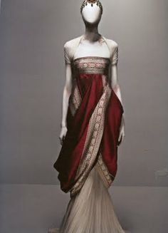 I love a good Sari (or Sari inspired outfit) Alexander McQueen's Sari Dress from Fall 2008 collection. ( He will be missed. Sari Dress, Dress Up, Vestidos Vintage, Fantasy Dress, Mode Vintage, Vintage Modern, Mode Inspiration, Fashion Inspiration, Fashion Trends