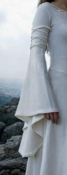 O+obradoiro+de+Klor:+Manga+acampanada+larga+para+trajes+medievales,+de+...