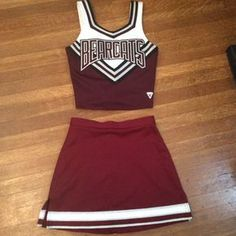 Vintage Cheerleading Uniform / Cheerleading Uniform / Halloween Costume by thesoupison on Etsy fantasias criativas simples Your place to buy and sell all things handmade Cheerleader Halloween Costume, Cheer Costumes, Halloween Costumes For 3, Vintage Halloween, Halloween 20, Cheerleading Uniforms, Black Cheerleaders, Cheerleading Workouts, Cheerleading Cheers