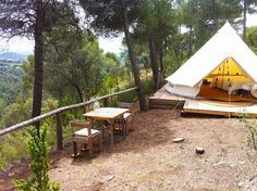 Who said camping wasn't comfortable? Sleep under the stars in style with our glamping guide to Catalunya's poshest pitches. Green Mountain, Camping Con Glamour, Camping Europe, Hotel World, Cabin Tent, Sleeping Under The Stars, Chula, Oui Oui, Culture Travel