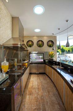 casa-moderna-fachada-sala-jantar-quarto-banheiro-lavabo-cozinha-churrasqueira-piscina-lavabo-home-theater-decor-salteado-51.png 900×1.360 pixels