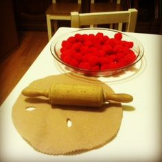 Easy as pie Thanksgiving Craft for the Preschool Set Pom poms in blue or red and a felt topping