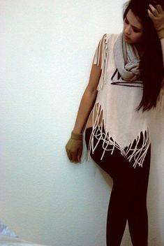 Fringe shirt V.--best fringe shirt ever Diy Cut Shirts, Umgestaltete Shirts, T Shirt Diy, Diy Old Tshirts, Cut Tshirt Ideas, T Shirt Refashion, Ripped Shirts, Cut Tees, Diy Sweatshirt